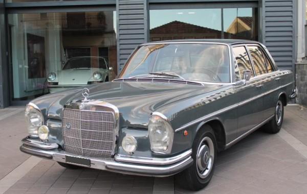Restauro Mercedes 250 S del 1967