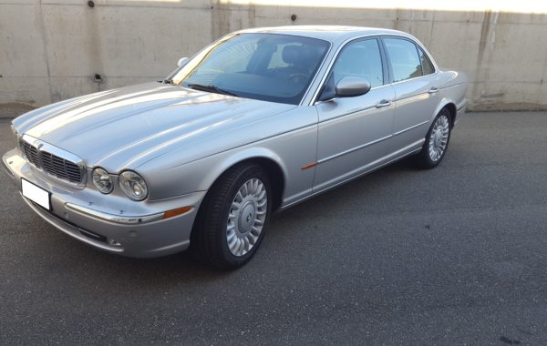 Jaguar Super 8 del 2003 km originali 122000  euro 11.500,00